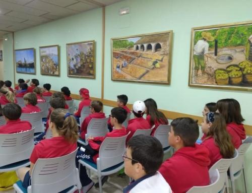 Alumnes de Primària coneixen la història de la pansa a Dénia de la má de Juana María Noguera i la Fundació Gavilà Ferrer