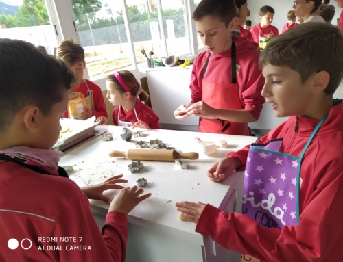 Estrenem l'aula cuina per celebrar el Nadal: projecte  «Arnadí i didal». Boníssim!!