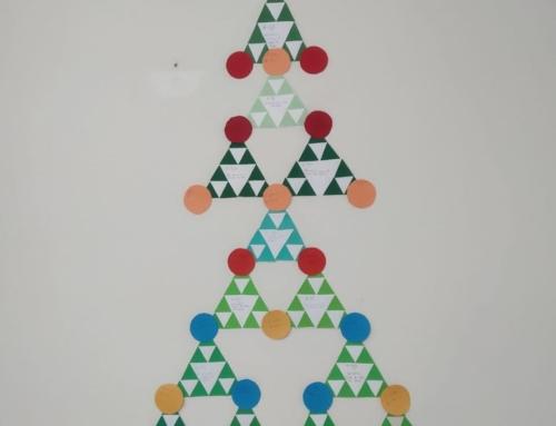 ¡Dibujando la Navidad con figuras geométricas! Los alumnos de 1º y 2º de ESO os desean Felices Fiestas