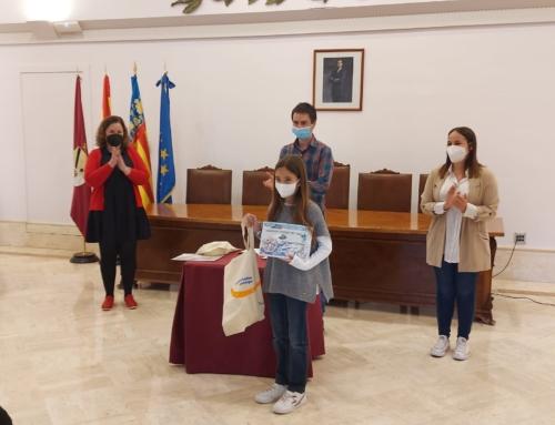 La alumna de Paidos Lola Fontanet recibe un premio en el Concurso de carteles sobre el ciclo urbano del agua
